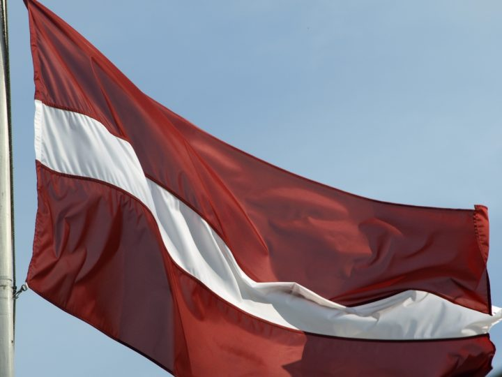 Par Latvijas valsts karogu