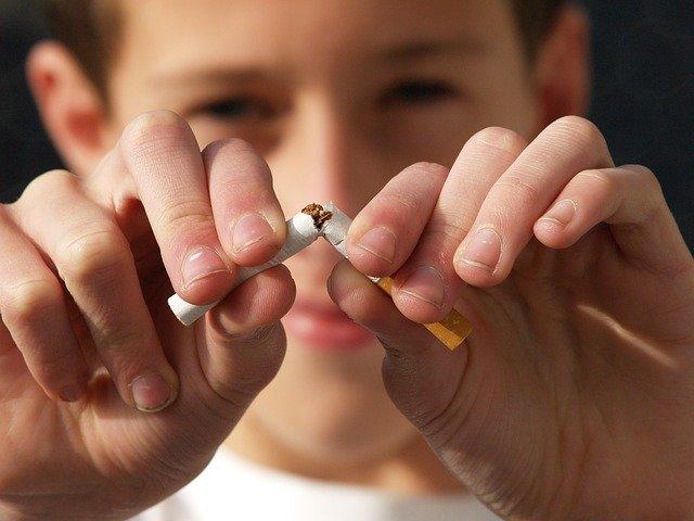 Daugavpils pilsētas pašvaldības policija turpina īstenot pārbaudes kā tiek ievēroti normatīvie akti, kuri aizliedz pārdot nepilngadīgām personām alkoholiskos dzērienus un tabakas izstrādājumus.