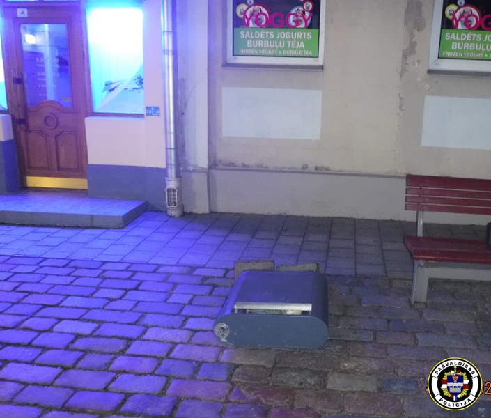 Pilsētas centrā aizturēts vandālis.